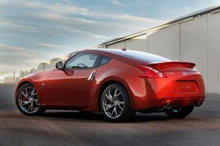Nissan 370z 2013, alegan cambios muy superficiales | Carros 101
