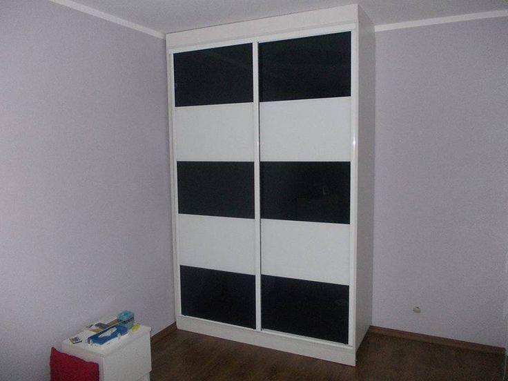 Szafa z drzwiami przesuwnymi, Białam drzwi przesuwne wypełnione lacobelem czarnym oraz białym