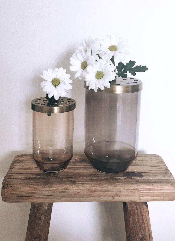 Sleněné vázy s bronzovým víčkem