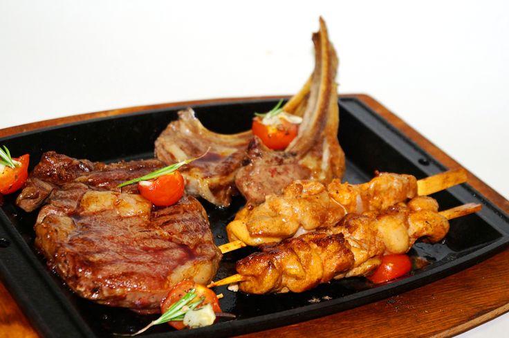 Мясное Ассорти (стейк Рибай, каре ягненка и куриные шашлычки)