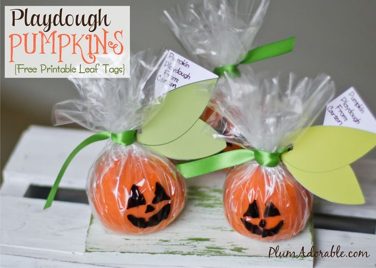 Pumpkin Playdough {free Printable Leaf tags} great for preschool Halloween party