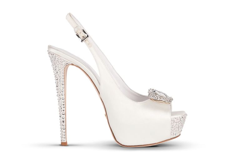 MASCIA MANDOLESI #wedding #luxury #shoes #white @Weddit @Stefania Giannella Oblitas & Wedding Italy @Judith Zissman de Munck Clark magazine