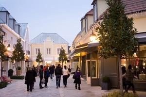 La Vallée Village s'est agrandi : Depuis le 13 novembre 2012, La Vallée Village accueille une vingtaine de boutiques supplémentaires.  http://www.lavalleevillage.com/fr/a-la-une/nouveautes/item/2013/01/la-vallee-village-s-est-agrandi