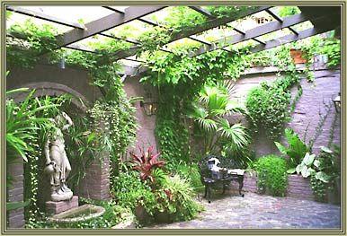 New orleans courtyard gardens french quarter gardens and for Small french courtyard gardens