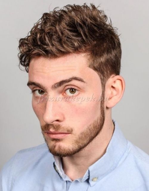 kócos férfi frizurák - kócos hullámos frizura