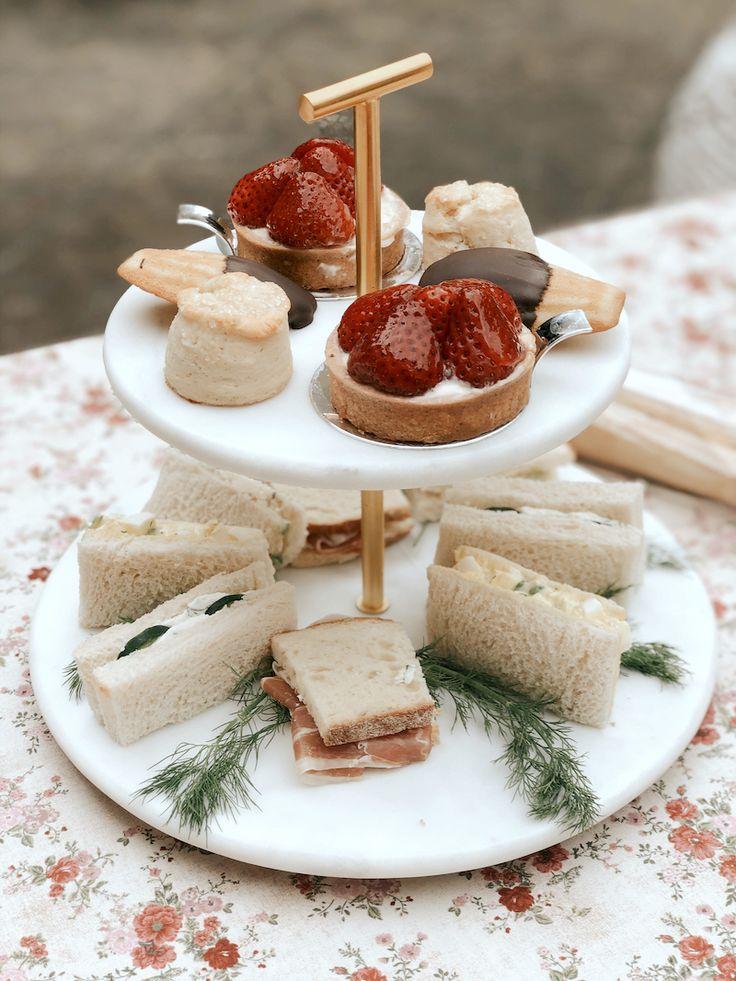 Picnic Desserts, Picnic Menu, Picnic Ideas, Picnic Foods, Beach Picnic, Picnic Tables, Picnic Bridal Showers, Menu Design, Design Ideas