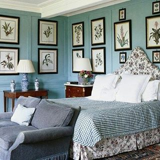 You can never have enough Botanical Prints.  Discover more ways to display artwork on the blog (link in bio) #goodmorning #tgif #interiors #decoration #deco #art #bedroom