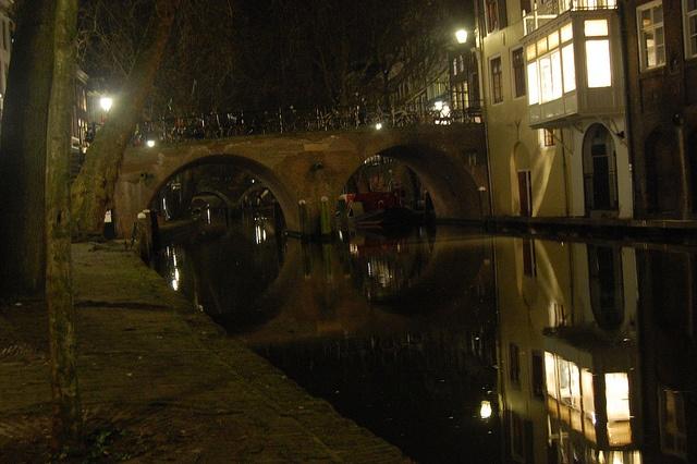 Utrecht canal at night by Dijkie!, via Flickr