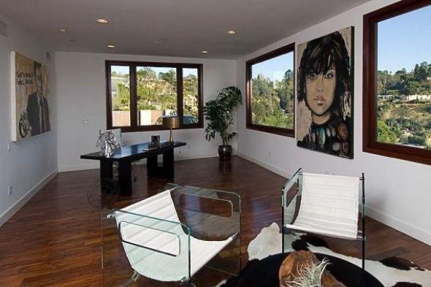 Rihanna Home Beverly Hills, California - Rihanna's Home in Beverly Hills, California