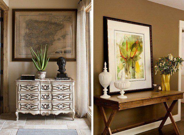peinture couloir beige ou marron clair, consoles et tableaux