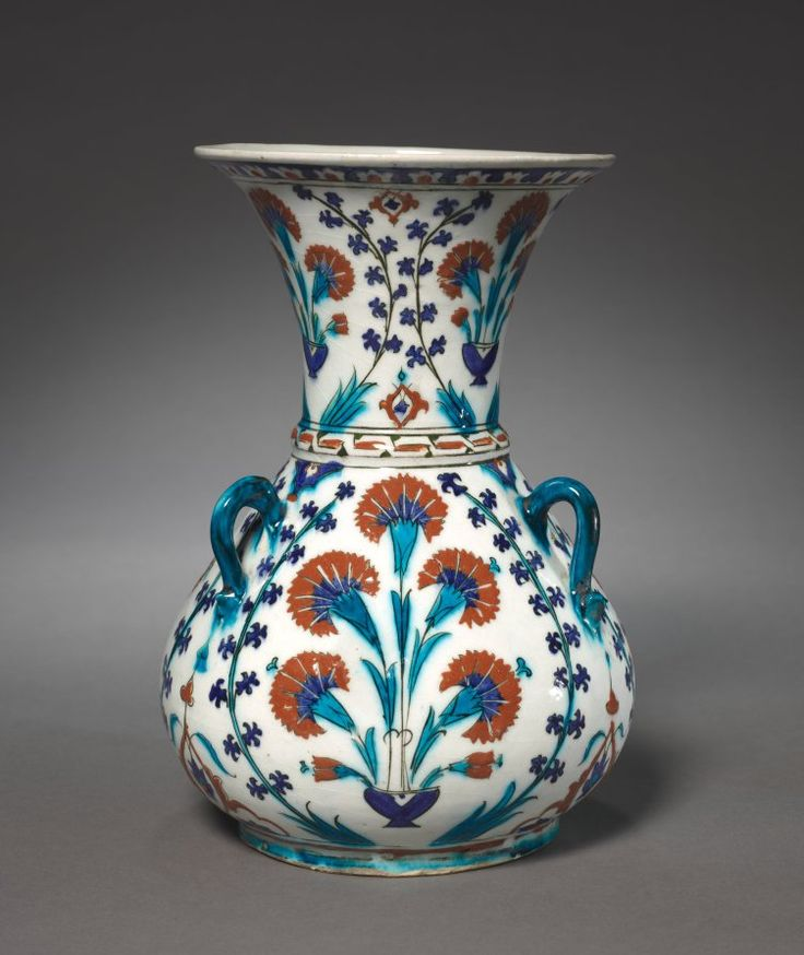 Turkey (Iznik), Ottoman Period, 16th Century, fritware with underglaze-painted design, Overall: 28.40 x 19.50 cm (11 1/8 x 7 5/8 inches); Diameter of rim: w. 17.00 cm (6 11/16 inches). Purchase from the J. H. Wade Fund 1944.236