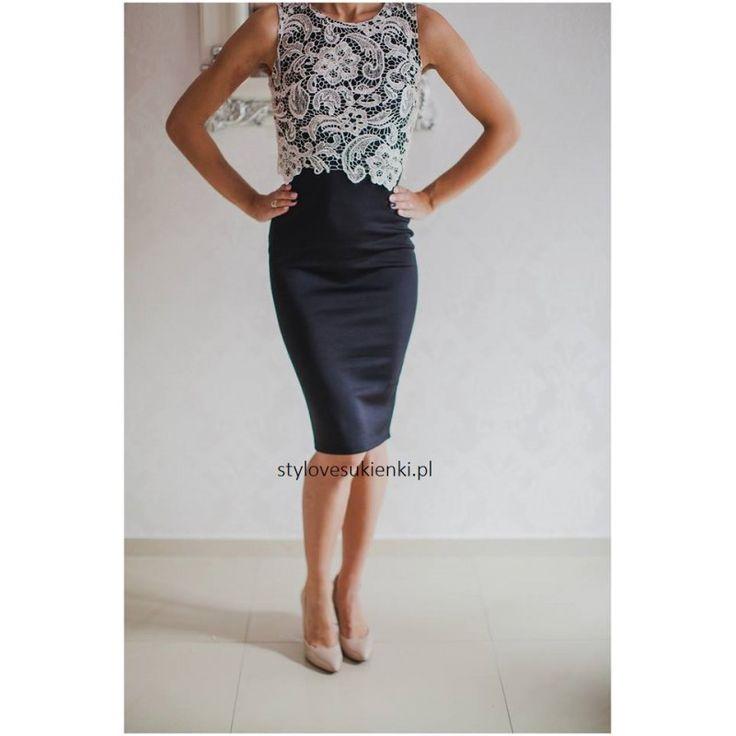 Dopasowana sukienka w modnym, czarnym kolorze. Beżowy, koronkowy top dodaje elegancji. Sukienka idealna na wyjątkowe okazje. Zapraszamy do sklepu z sukienkami.