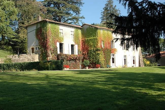 CHARENTE - Gites et chambres d'hôtes avec piscine, entre Angoulême et Limoges
