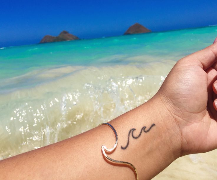 """: Ꮻϲҽɑn vιвeѕ    Shop [KI•ELE]'S """"Peahi Wave"""" bangle available in silver➕gold. FREE SHIPPING for all US Orders over $100.   Use Code: FREESHIP WWW.KI-ELE.COM"""