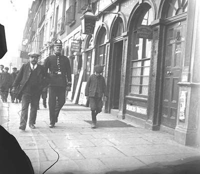 A member of the Dublin Metropolitan Police patrols on Eden Quay c. 1897-1904 #Irish #History