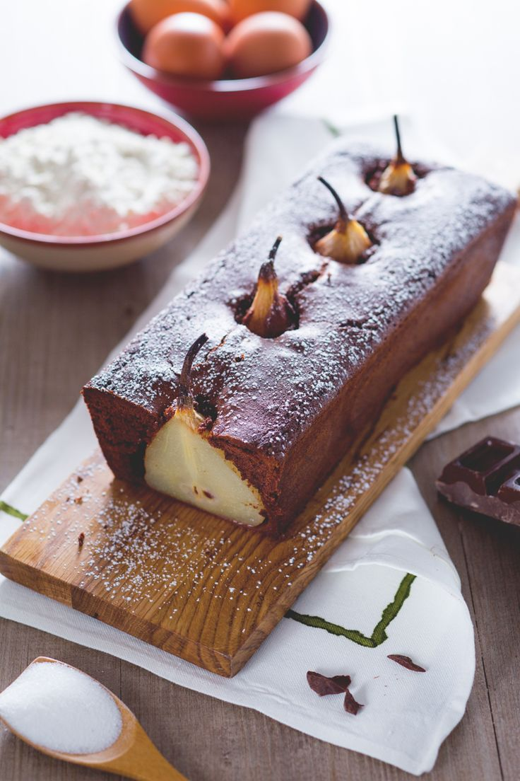 Plumcake pere e cioccolato: un soffice e scenografico dolce al cioccolato con pere intere all'interno.   [Chocolate plumcake with pears]