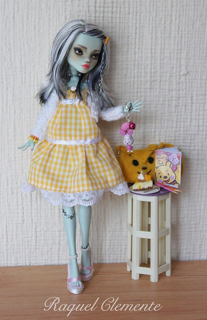 *HONEY* OOAK repaint custom Monster high doll Frankie Mattel by Raquel Clemente | Flickr - Photo Sharing!