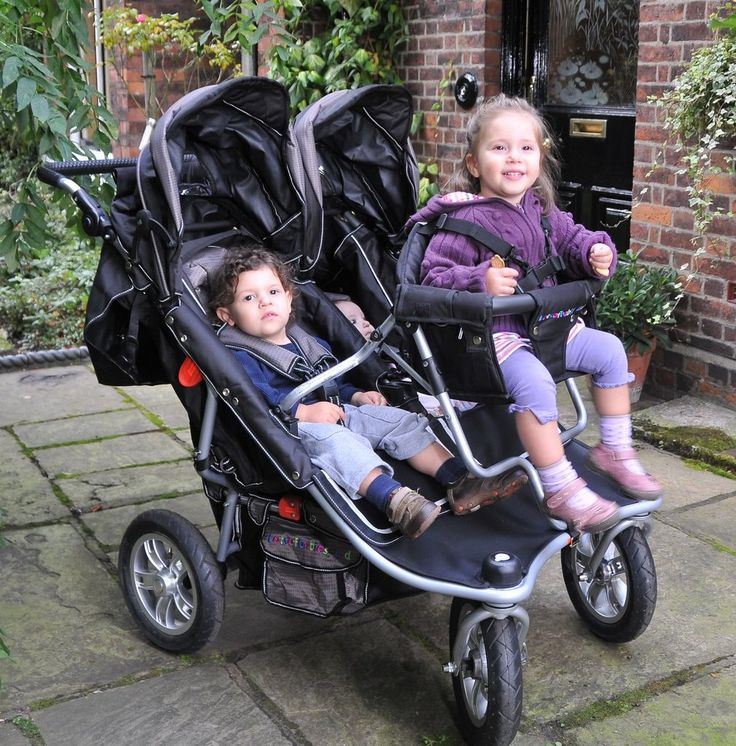 Our T3 Triple Stroller is the ultimate triple pram. Perfect for triplets or 3 siblings close in age, we offer worldwide delivery and expert advice. Ask now!