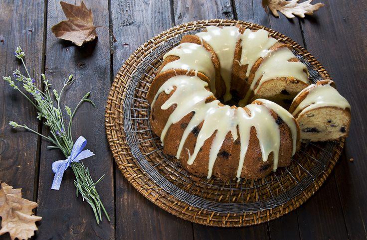 Los creadores del famoso molde han decidido que hoy, 15 de noviembre esel día nacional del Bundt Cake,así que mi cocinacomo en años anteriores ha querido unirse a esta conmemoración El Bundt Cake es el resultado del horneado de una masa batida en un molde llamado Bundt que tiene unas características específicas. Este molde, del …