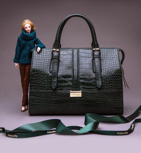 Элегантная сумочка жесткой конструкции, из тисненой кожи под крокодила – наиболее востребованный тренд этой зимы.  #mascotteshoes #fashion #bag #trand #mascotte_shoes #mascotte #shoes