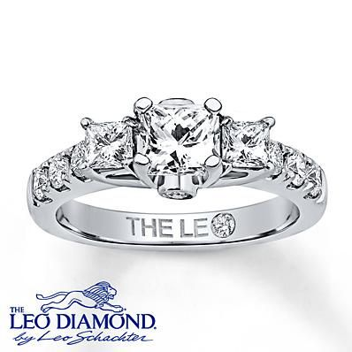The centerpiece of this diamond engagement ring is a stunning princess-cut Leo Diamond, accented by princess-cut and round Leo Diamonds.