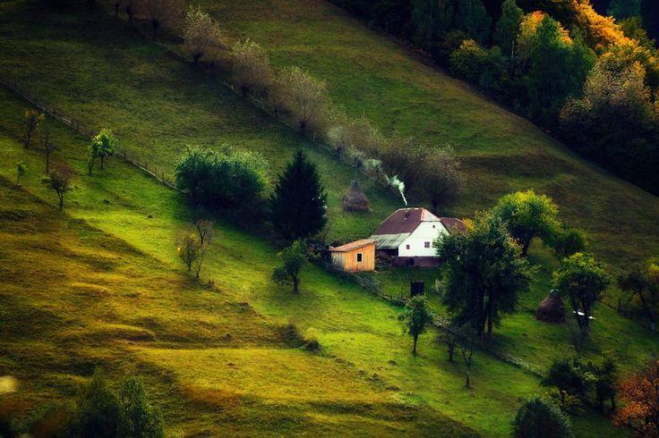 Moieciu de Jos,  Brasov , Romania. by Ma  Rius on 500px