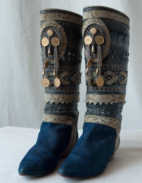 Gypsy: #Gypsy boots.; this would be so easy to do...note to self; make similar as spats