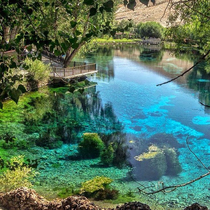 Sivas'ın Gürün ilçesi yakınlarındaki Gökpınar Gölü, müthiş rengiyle isminin hakkını veriyor.  ~ Fotoğraf: Yüksel Hayırlı ~  #sivas #gökpınar #anadolu #t... - Âlem-i Nisa (Aşk-ı Züleyha) - Google+