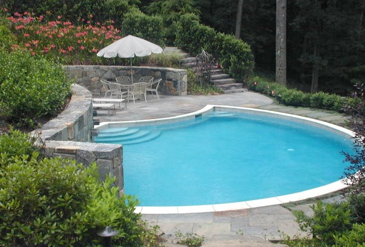 The 25 best hillside pool ideas on pinterest stone for Hillside pool ideas