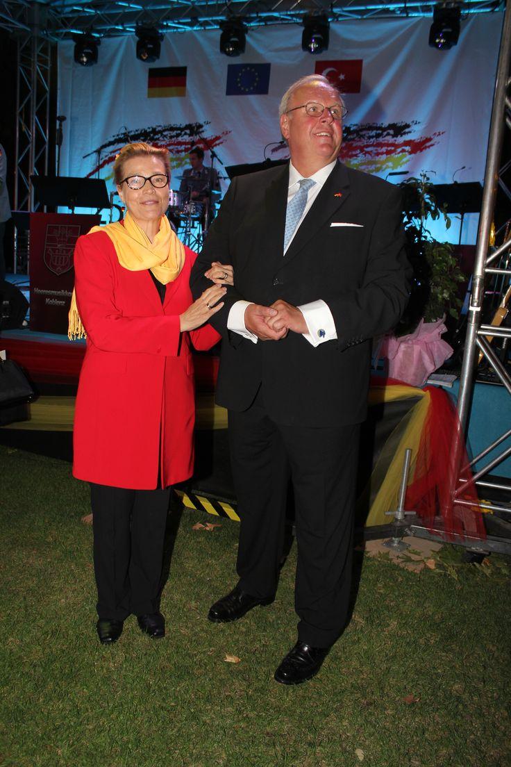 mayatta.com / Almanya Milli Günü Ankara Büyükelçiliğindeki resepsiyonla kutlandı.Almanya'nın Ankara Büyükelçiliği görevine yeni atanan Martin Erdmann da eşi Marion Erdmann gecenin ev sahipliğini yaptı.