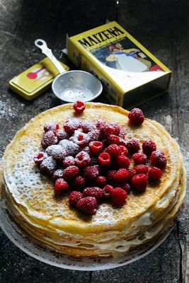 Caramel and raspberry crepe cake - Recipe in english...