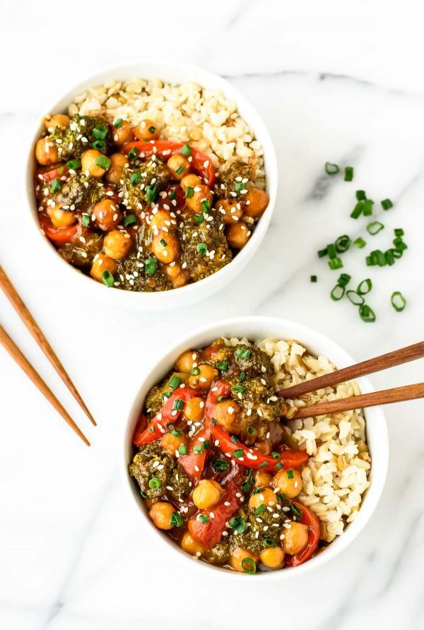 General Tso's chickpeas - a healthy vegetarian twist on the classic Chinese dish. WAY better than takeout!: