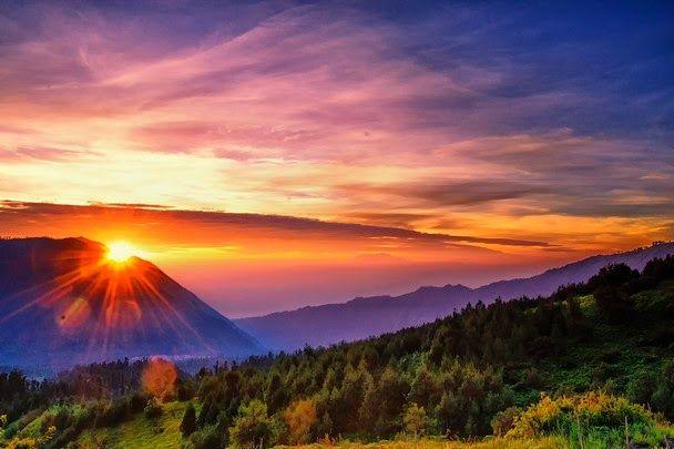 Matahari Membenamkan diri di Vresstrass    Dalam cerita sebelumnya :    Si Kedul mengingati cerita...
