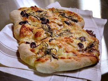 Brytbröd med oliver, ost och rosmarin | Recept från Köket.se