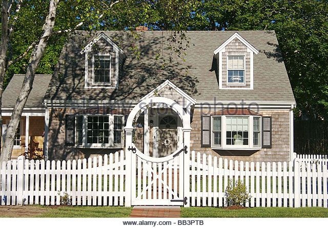 17 best ideas about white fence on pinterest backyard fences modern fencing and gates and. Black Bedroom Furniture Sets. Home Design Ideas