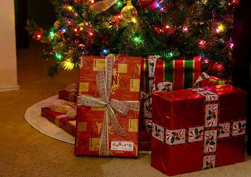 "santa-kisses: "" snowflakesandsantaclaus: ""  ❄☃ and all things Christmas ☃❄ "" spreading christmas joy :) """
