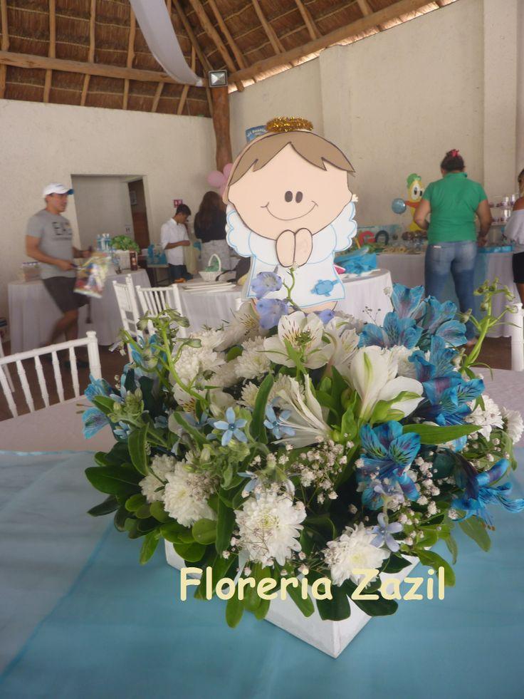 Centro de mesa para bautizo azul y blanco bautizo renata for Arreglos de mesa para bautizo