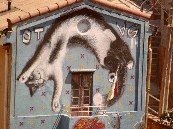 Arte mural ¿será el hijo del gato volador? Valparaíso, Chile