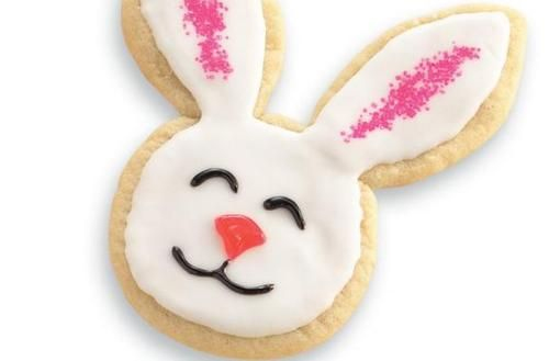 Easy Easter Bunny Cookies |  It is an easy project to do with the kids.  This recipe utilizes store bought cookie dough and shapes it into bunny heads using a knife instead of a cookie cutter.  Once baked and cooled, you can decorate them with frosting, candy, and colorful sprinkles.