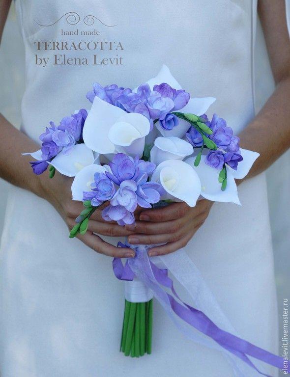 Купить Букет невесты из полимерной глины - бледно-сиреневый, синий, фрезии, каллы, букет цветов