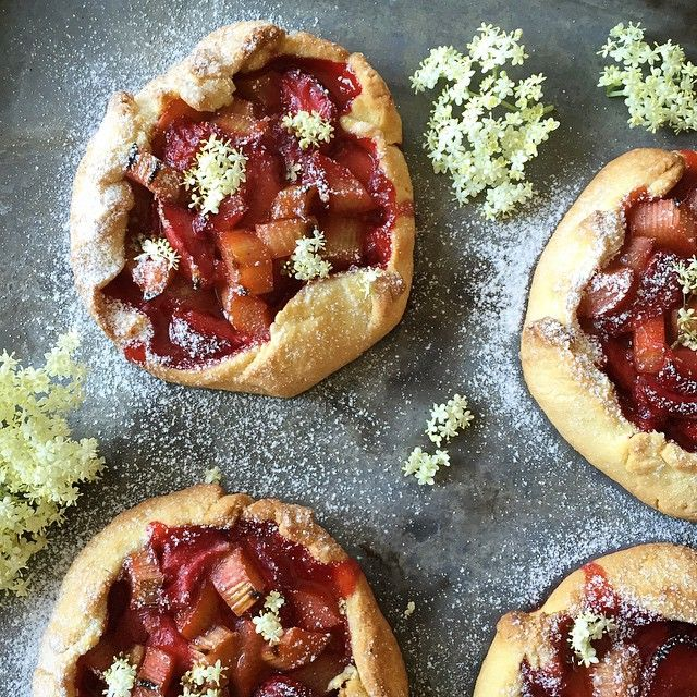 Sladký život cukráře  Strawberry-Rhubarb Galettes #strawberry #rhubarb #galettes #elderflowers #feedfeed