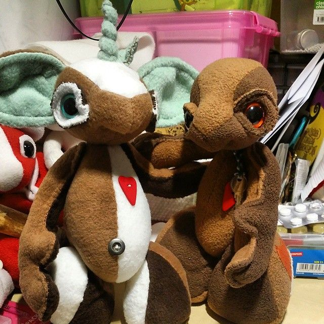 Ugo's. The verry first one on the right. And the 2015 version on the left. #handstitched #fleece #plush #creatures #choclate #Cocoa #Ugo #brown #mint #dark #creme #milk #love #button #unicorn #Oboy