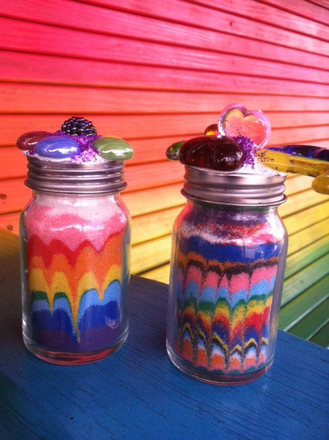 Sand-bottles-rainbow-arosyoutlook Maybe for the kids!!  Easy enough :)