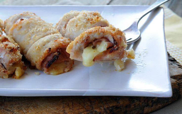 Involtini di tacchino al forno impanati, ripieni, ricetta facile, veloci, secondo con carne semplice, tacchino ripieno di prosciutto e formaggio, idea cucina veloce