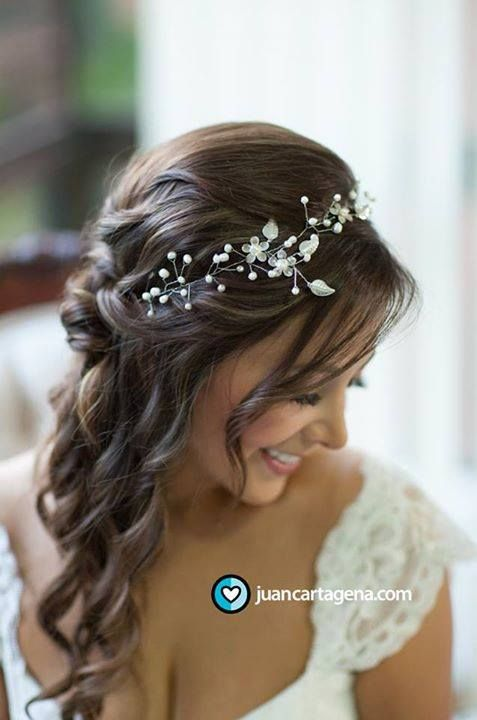 Peinado novia #BridalHairAccessories repinned by wedding accessories and gifts specialists http://destinationweddingboutique.com