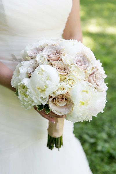 Champagne and ivory bridal bouquet. White peonies, champagne roses, ivory roses, blush tones. Flowers by Sisters Floral Design Studio www.sistersflowers.net Image by L Photographie