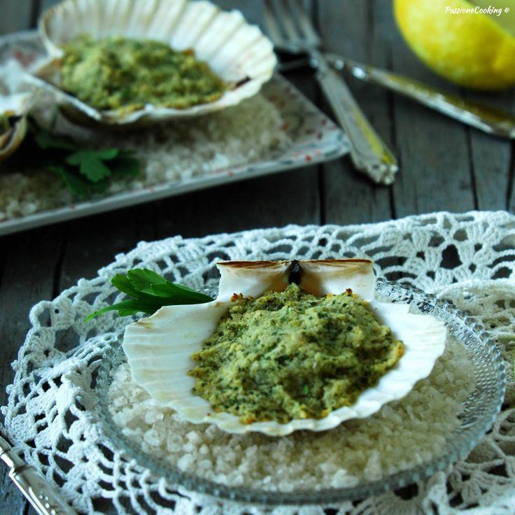 Capesante gratinate al vino bianco e limone  http://blog.giallozafferano.it/passionecooking/capesante-gratinate-al-forno-vino-bianco/