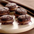 Chocoladekoekjes met hazelnootpasta. Foto uit ons boek Chocolade (http://www.bol.com/nl/p/chocolade/1001004001827652/). Ga voor het recept naar http://www.okokorecepten.nl/recept/bakrecepten/chocoladekoekjes/chocoladekoekjes-hazelnootpasta