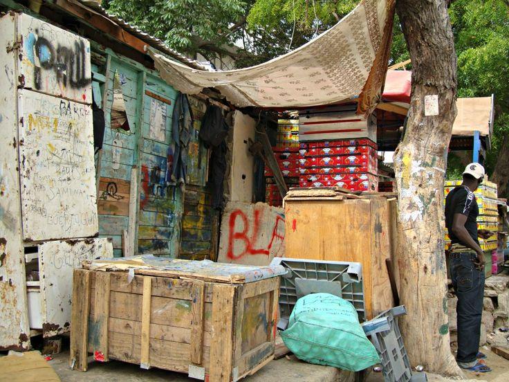 Atelier d'artiste Soweto Dakar- Blog Voyage Trace Ta Route www.trace-ta-route.com  http://www.trace-ta-route.com/senegal-escapade-dakar/  #tracetaroute #senegal #dakar #artiste