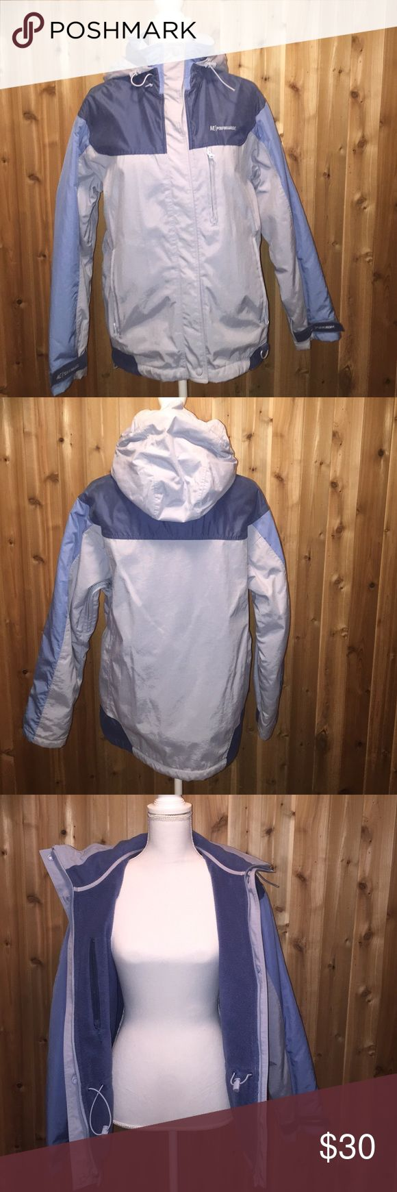American Eagle Jacket This American Eagle jacket is perfect for the cold! Both zip and snap front. Hooded.❄️ American Eagle Outfitters Jackets & Coats Utility Jackets